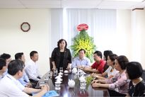 Chủ tịch HĐND TP Hà Nội Nguyễn Thị Bích Ngọc chúc mừng Báo Tiền Phong