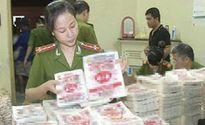 Ôtô tải chở 1 tấn bột ngọt mang nhãn hiệu Trung Quốc