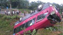 Xe khách lật nhào ở Hà Giang khiến nhiều người bị thương