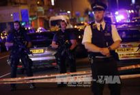 Tấn công bằng dao ngay sau vụ lao xe tải gần đền thờ ở Anh