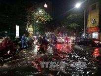 Hà Nội: Mưa như trút nước, các quận trung tâm ngập úng cục bộ