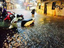Công ty Thoát nước HN thông tin về trận mưa lớn, nhiều phố ngập sâu