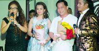 Mẹ con ca sĩ Kasim Hoàng Vũ tặng quà bệnh nhân ung thư Đà Nẵng