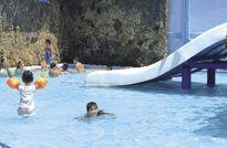 Cẩn thận tránh 'rước bệnh' từ hồ bơi công cộng ngày hè