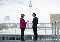Món quà bất ngờ bà Merkel gửi Tổng thống Pháp sau chiến thắng 'áp đảo'