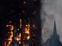 Cõng mẹ tật nguyền chạy 27 tầng lầu thoát 'hỏa ngục'