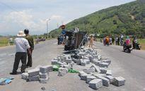 Xe khách đâm xe tải, một tài xế tử vong, hai người thương nặng