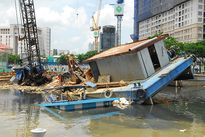 Va chạm tại khu vực thi công đập ngăn triều Bến Nghé, 1 sà lan bị chìm