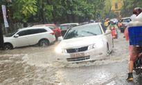 Một cơn mưa, Hà Nội phát sinh thêm... 20 điểm ngập úng