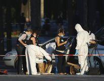 Vụ đâm xe ở đại lộ Champs Elysees: Tìm thấy nhiều súng trong nhà thủ phạm