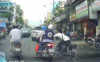 Đi báo công an bị cướp điện thoại, lại bị cướp luôn xe máy
