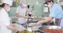 3.000 công nhân Cty Lâm Thao được ăn ngon, uống sữa mỗi ngày