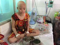 Mẹ đơn thân gian nan tìm cách cứu con ung thư hạch