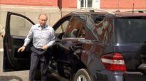 Vị khách bí ẩn trong xe của ông Putin