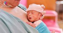 """""""Những vòng ôm che chở"""" - Bộ ảnh đầy cảm xúc tại phòng chăm sóc bé sinh non (NICU)"""