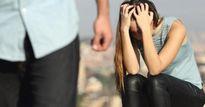 Có nỗi đau nào bằng tủi nhục của người vợ phải che mặt khi chồng 'yêu'