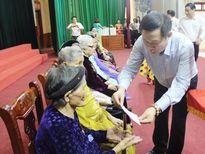 Phó Thủ tướng Vương Đình Huệ thăm, tặng quà các Bà mẹ Việt Nam Anh hùng