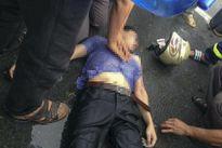 Người đàn ông bị sét đánh ngã lăn ra đường