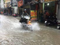 Hà Nội đang ngập sâu trong mưa