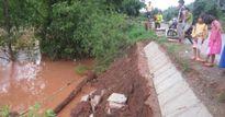 Sơn La: Quốc lộ 6 sạt lở ta luy âm, dân dỡ nhà chạy lũ