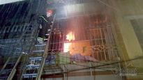 Vụ cháy chết 2 mẹ con: Bất lực đập búa tạ không phá được cửa
