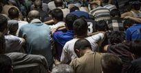 Cảnh nhồi nhét khủng khiếp trong nhà tù giam khủng bố IS