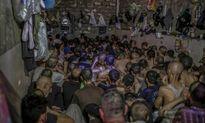 Kinh hãi nhà tù chật chội giam tù nhân IS ở Mosul