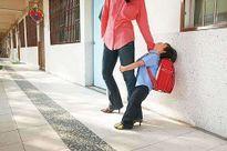 Con giả vờ đau đầu để nghỉ học, mẹ tức giận không tin cho đến khi phát hiện ra sự thật