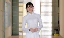 Hoa hậu biển Thuỳ Trang mặc áo dài thướt tha trong lễ tốt nghiệp