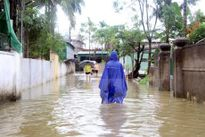 Nghệ An: Nhiều tuyến đường vẫn ách tắc sau mưa bão