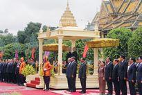 Quốc vương Nô-rô-đôm Xi-ha-mô-ni chủ trì Lễ đón Tổng Bí thư Nguyễn Phú Trọng
