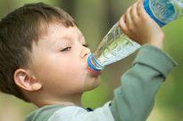 Uống nhầm dầu hỏa, trẻ 17 tháng tuổi viêm phổi nặng