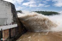 Sáng mai (22.7), Thủy điện Hòa Bình mở thêm cửa xả lũ thứ 3