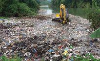 Chủ tịch xã nói gì về hàng chục tấn rác xả xuống suối ở Hà Giang