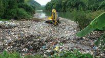Kinh hoàng số rác khủng đổ ra suối tại Hà Giang
