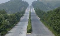 Choáng đường cao tốc Triều Tiên rộng thênh thang nhưng vắng tanh