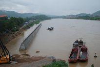 Lào Cai: Hàng chục thuyền máy cỡ lớn chở hàng hóa bị lũ sông Hồng cuốn trôi