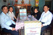 Tặng sổ tiết kiệm tình nghĩa cho 914 Bà mẹ Việt Nam Anh hùng
