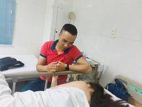 MC Hoàng Linh nằm viện, nắm chặt tay bạn trai mới không rời