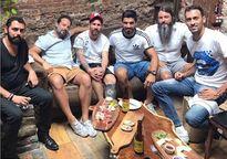 Messi vui chơi bên gia đình trước trận Barca gặp MU