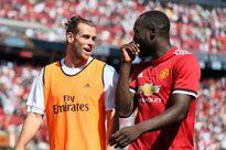 Bale gây sốt với Lukaku, Messi khiến Neymar 'câm lặng'