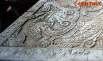 Sập đá cổ hình rồng mang bàn tay phụ nữ độc nhất VN