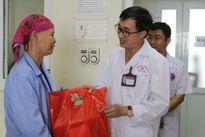 Bệnh viện K tặng quà 118 thương bệnh binh, thân nhân liệt sĩ tại giường bệnh