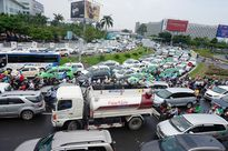 TP.HCM: Cầu vượt chưa giải quyết triệt để ùn tắc sân bay Tân Sơn Nhất