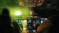 Sự thật máy bay Vietnam Airlines bị chiếu ánh sáng lạ