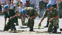 Những truyền thống kỳ lạ trong ngày kỷ niệm của lực lượng tinh nhuệ nhất nhì nước Nga