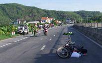 Ôtô 7 chỗ kéo lê xe máy hàng trăm mét, người phụ nữ chết thảm