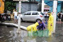 Mưa lớn, tuyến phố Hà Nội lại bị ngập sâu