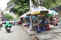 Vỉa hè Sài Gòn bị tái chiếm tràn lan
