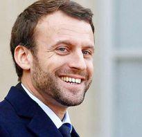 Bão táp chính trường khi Tổng thống Pháp khẳng định ngôi vị đệ nhất phu nhân cho vợ